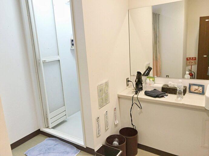 ヨガプラス高田馬場店の男性更衣室